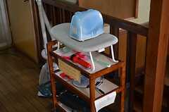 廊下には、アイロンや掃除用具などの備品が置かれています。(2012-01-13,共用部,OTHER,2F)
