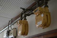廊下のガスメーター。オブジェとして残しています。(2012-01-13,共用部,OTHER,2F)