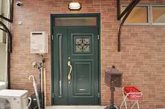 シェアハウスの正面玄関。(2012-12-18,周辺環境,ENTRANCE,1F)
