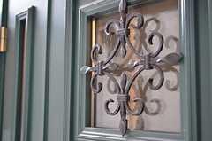玄関ドアのアイアンワーク。(2012-12-18,周辺環境,ENTRANCE,1F)