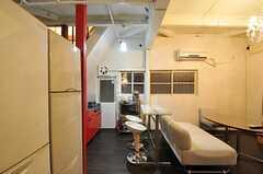 キッチンとリビングの間にはカウンターテーブルがあります。(2012-12-18,共用部,KITCHEN,1F)