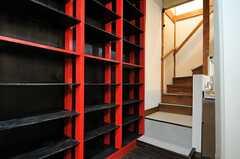 冷蔵庫裏には、部屋ごとに分けられた食材などを置けるスペースがあります。(2012-12-18,共用部,OTHER,1F)
