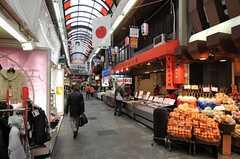 歩いて10秒で黒門市場。(2012-12-18,共用部,ENVIRONMENT,1F)