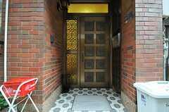 シェアハウスの正面玄関。(2013-10-29,周辺環境,ENTRANCE,1F)