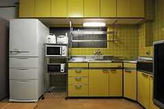 キッチンの様子。(2013-10-29,共用部,KITCHEN,2F)