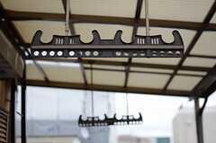 物干しができる部分には、ひさしが設置されています。(406号室)(2013-10-29,専有部,ROOM,4F)