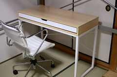 各ベッドにはデスクや収納が用意されています。(301a号室)(2013-10-29,専有部,ROOM,3F)