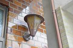 玄関の照明。(2011-11-28,周辺環境,ENTRANCE,1F)