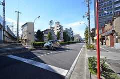建物の目の前は交通量の多い道路です。(2015-11-16,共用部,ENVIRONMENT,1F)