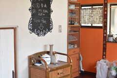 フリーコーナーにはインスタントのコーヒーなどが置かれています。(2016-10-04,共用部,LIVINGROOM,2F)