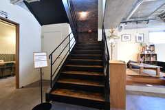 階段の様子。階段から上は入居者専用のスペースです。(2020-03-24,共用部,OTHER,1F)