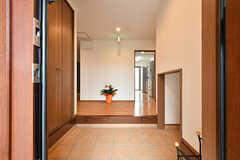 玄関から見た内部の様子。左手が靴箱です。(2017-06-07,周辺環境,ENTRANCE,1F)