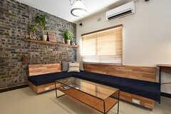 木製のソファはオーダーメイドです。(2016-07-20,共用部,LIVINGROOM,1F)