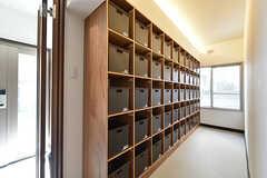 棚はは専有部ごとに食材等を置けるボックスが用意されています。(2016-07-20,共用部,OTHER,1F)