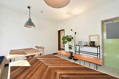 ダイニングテーブルはヘリンボーン柄。(2016-07-20,共用部,OTHER,1F)