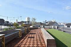 屋上の様子。花火大会の際は、近隣の住人を呼んで一緒に楽しむのだそう。(2016-07-20,共用部,OTHER,4F)
