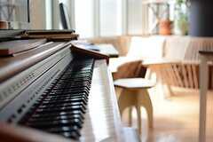 ピアノの様子。(2015-05-18,共用部,LIVINGROOM,1F)