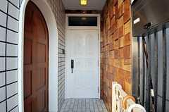 シェアハウスの正面玄関。(2010-11-26,周辺環境,ENTRANCE,1F)