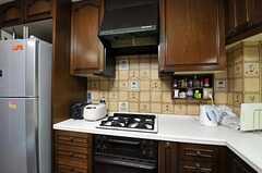 シェアハウスのキッチンの様子2。(2010-11-26,共用部,KITCHEN,1F)