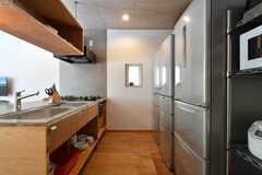 キッチンの様子3。冷蔵庫は3台設置されています。(2019-05-15,共用部,KITCHEN,1F)