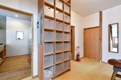廊下に設置された収納ボックスは専有部ごとに使用できます。(2019-05-15,共用部,OTHER,1F)