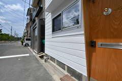玄関の脇に自転車を停めることができます。(2019-05-15,共用部,GARAGE,1F)