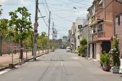 シェアハウスの前の通りは車幅がありますが、車通りは少なめ。(2019-05-15,共用部,ENVIRONMENT,1F)