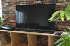 共用のTVの様子。(2014-05-15,共用部,LIVINGROOM,4F)