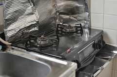 ガスコンロは2口です。(2013-09-12,共用部,KITCHEN,2F)