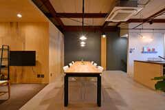 会社が鉄工場を兼ねている運営事業者さんが作った、オリジナルのダイニングテーブル。(2020-07-01,共用部,LIVINGROOM,2F)