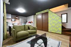 リビングの様子2。奥にキッチンがあります。(2017-04-26,共用部,LIVINGROOM,3F)