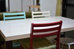カラフルな椅子たち。(2017-04-26,共用部,LIVINGROOM,3F)