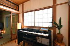 電子ピアノが置かれています。(2017-05-11,共用部,LIVINGROOM,3F)