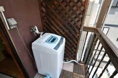 ベランダには洗濯機が設置されています。(2017-05-11,共用部,LAUNDRY,3F)