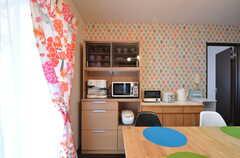 食器棚とキッチン家電の様子。(2015-02-02,共用部,LIVINGROOM,4F)