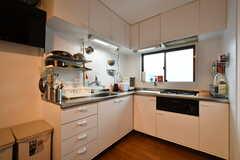 キッチンの様子。キッチンに冷蔵庫はありません。フロアを上がった4Fにあります。(2017-05-10,共用部,KITCHEN,3F)