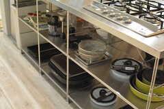 調理器具はオープンタイプの収納です。(2016-10-01,共用部,KITCHEN,1F)