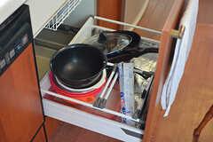 調理器具は引き出しの中に収納されています。(2016-10-04,共用部,KITCHEN,2F)