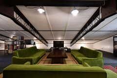 共用TVとソファ席の様子。(2017-08-30,共用部,LIVINGROOM,4F)