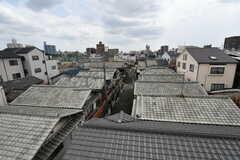 屋上からの眺め。瓦屋根の風情ある町並み。(2017-08-30,共用部,OTHER,4F)