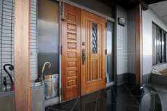 シェアハウスの玄関の様子。(2012-09-11,周辺環境,ENTRANCE,10F)