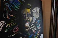 玄関にはパッショナブルな絵が飾られています。(2012-09-11,周辺環境,ENTRANCE,10F)