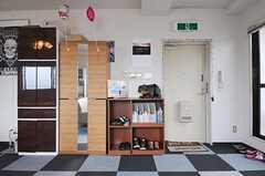 内部から見た玄関まわりの様子。(2012-09-11,周辺環境,ENTRANCE,10F)
