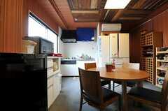 ソファに座ってキッチンを眺めるとこんな感じ。(2012-09-11,共用部,LIVINGROOM,8F)