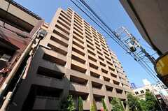 マンションの外観の様子。シェアハウスは5Fにあります。(2012-09-12,共用部,OUTLOOK,1F)