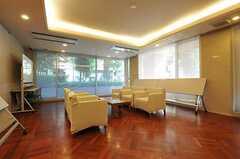 マンションのエントランス脇にある談話室の様子。(2012-09-12,共用部,OTHER,1F)