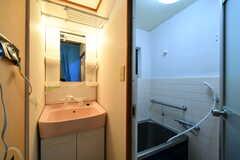 脱衣スペースに設置された洗面台。(2018-01-29,共用部,WASHSTAND,1F)