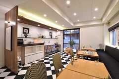 ダイニングテーブルの対面はキッチンです。(2017-02-06,共用部,LIVINGROOM,1F)