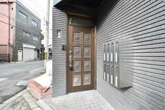 シェアハウスの玄関ドア。(2020-01-15,周辺環境,ENTRANCE,1F)