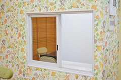 ダイニング脇の窓の様子。(2016-11-01,共用部,LIVINGROOM,1F)